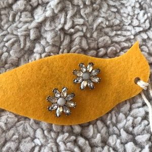 Chloe and isabel flower earring
